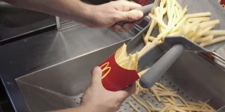 České hranolky v McDonald's se stříkají cukrem a chemicky ošetří proti hnědnutí