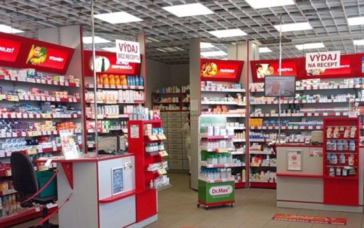 Kšeft s lidským utrpením. Lékárníci tvrdí, jak jsou na nás hodní a starostliví, a přitom... Důkaz v článku