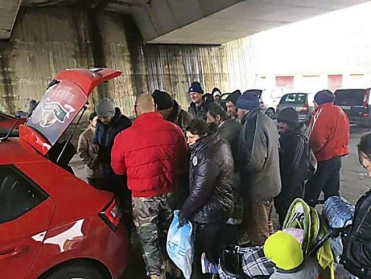 Tohle nemá obdoby. Muž každý den nosil jídlo bezdomovcům a takto zareagovali úřady