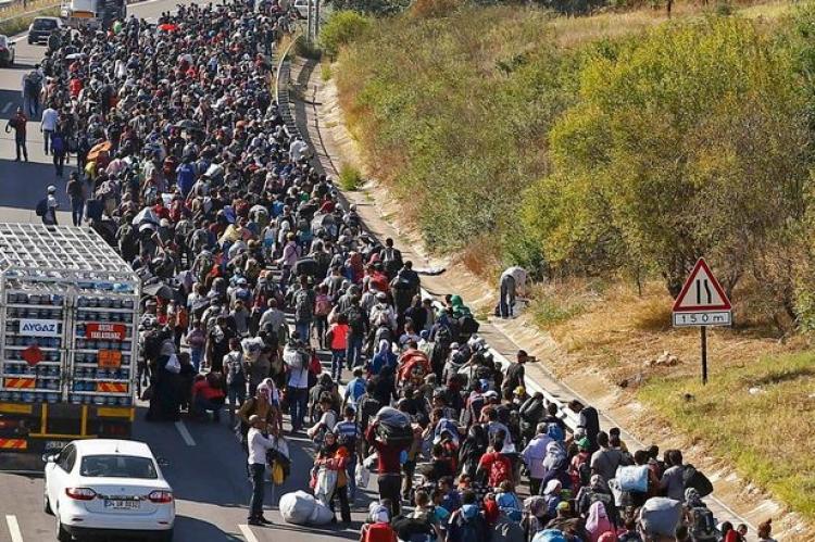 Přijměte uprchlíky, nebo odejděte z EU. Brusel si chce došlápnout na rebely ze střední Evropy
