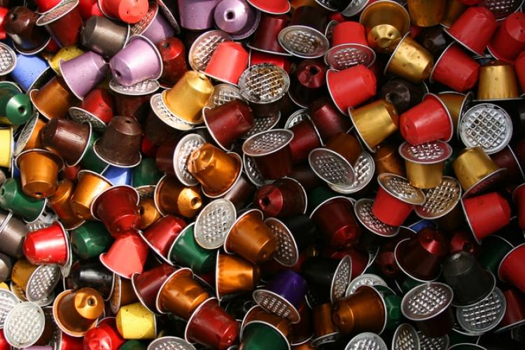 Výrobci hazardují s naším zdravím. Kávové kapsle plné hliníku představují vážnou hrozbu