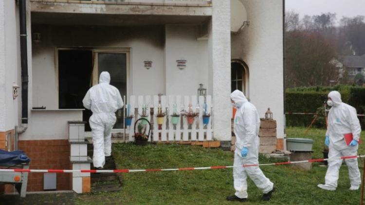 Arabský gang přepadl v Německu pár v jejich domě. V domě, který pak zapálili, uhořel starý muž